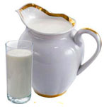 молоко в кувшине