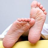 От тяжести в ногах: крем, ванночка и обертывание