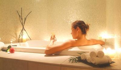 женщина в ванне, фото