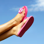 ноги в летних шлепанцах, фото